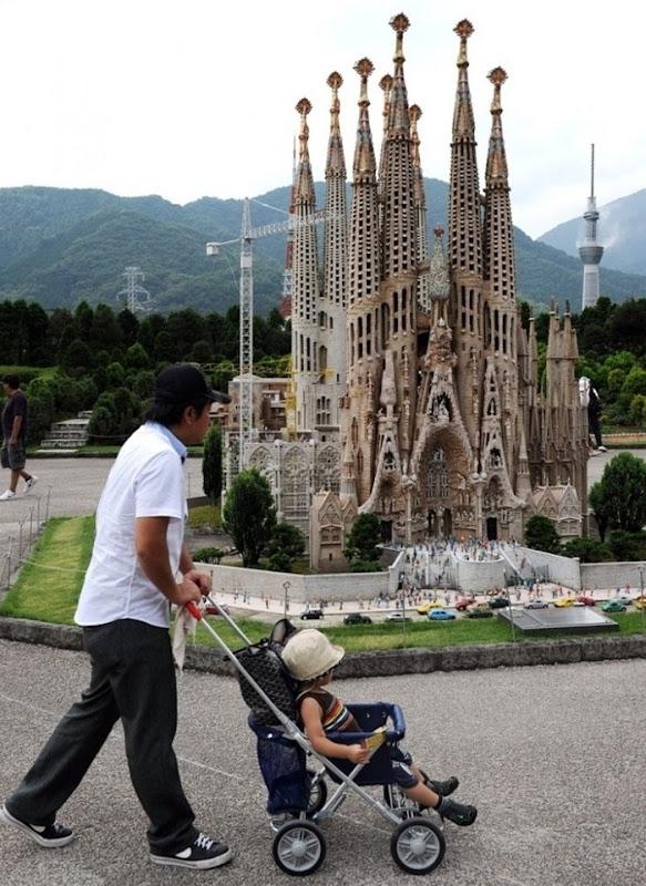 حديقة باليابان فيها نماذج مصغره العالم tobu-world-square2%2